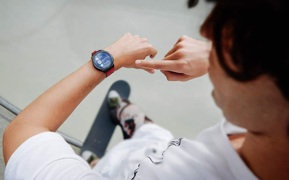 huawei-watch-gt2e_creative-shots_remote-shutter_en_final20200223