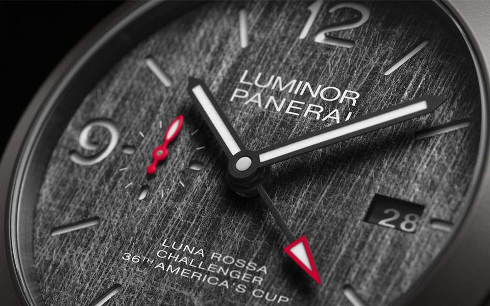 panerai-luminor-luna-rossa-gmt-44mm-zoom