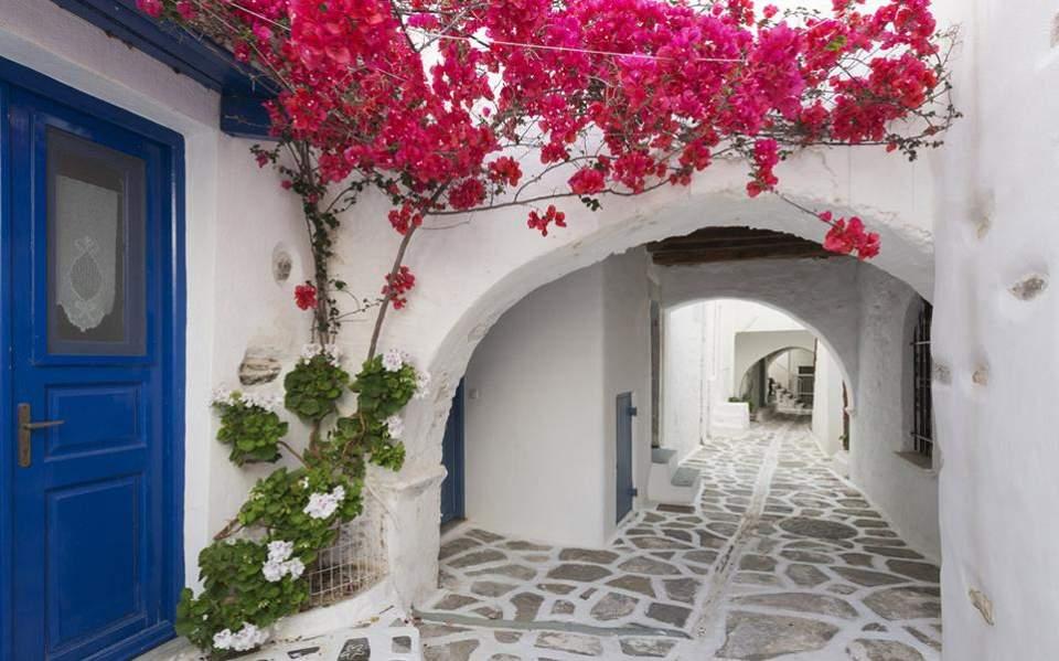 Πρόσκληση στους Ευρωπαίους πολίτες για διακοπές στην Ελλάδα από τον Ν. Δένδια