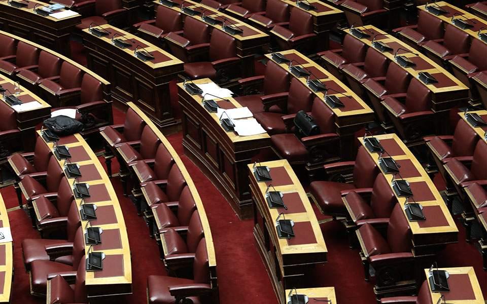 Κατατέθηκε στη Βουλή η τροπολογία του ΥΠΟΙΚ για μείωση του ΦΠΑ στην εστίαση και για αποζημίωση ιδιοκτήτων ακινήτων