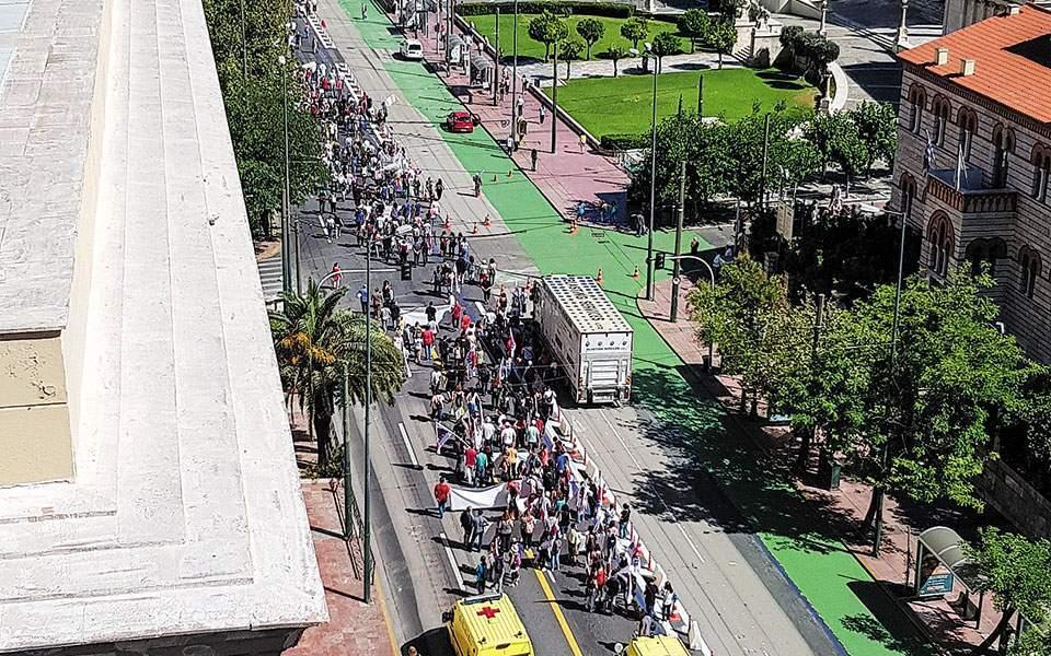Διαδηλώσεις «χωρίς διατάραξη της κοινωνικοοικονομικής ζωής» - Τι προβλέπει το νέο νομοσχέδιο