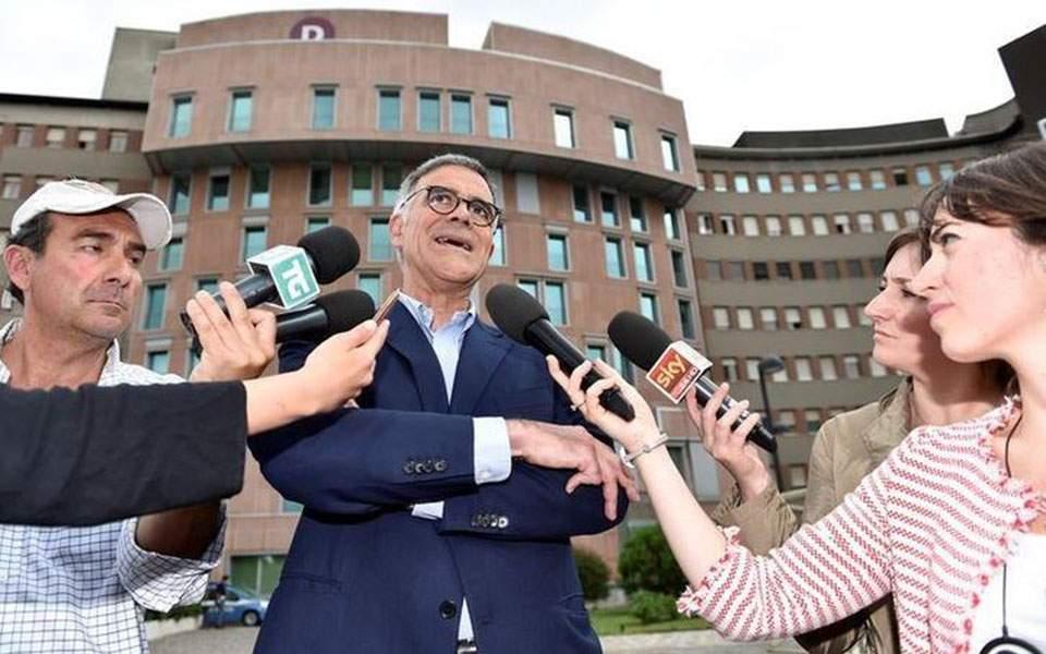 Ιταλία: Ο «γιατρός του Μπερλουσκόνι» δηλώνει ότι ο κορωνοϊός σβήνει, προκαλώντας αντιδράσεις