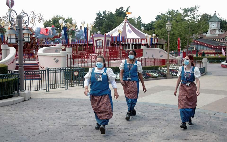 Με μάσκες και μέτρα τήρησης αποστάσεων ανοίγει η Disneyland στο Παρίσι