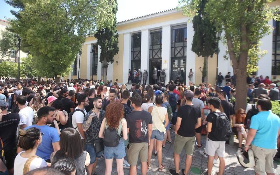Ελεύθεροι μετά τις απολογίες τους οι κατηγορούμενοι για τα επεισόδια στην Αθήνα