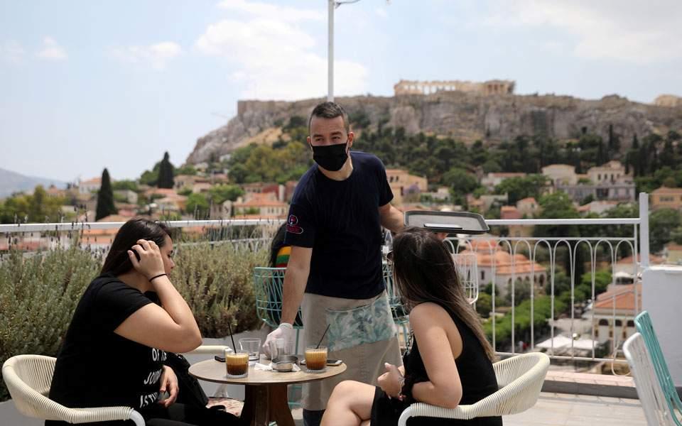 Πρόεδρος νοσοκομειακών γιατρών: Υποχρεωτική η μάσκα σε εξωτερικούς χώρους αν αυξηθούν τα κρούσματα