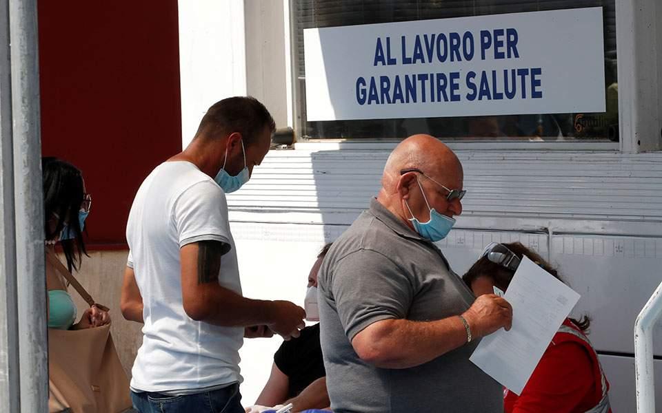 Ιταλία: Προς παράταση της χρήσης μάσκας