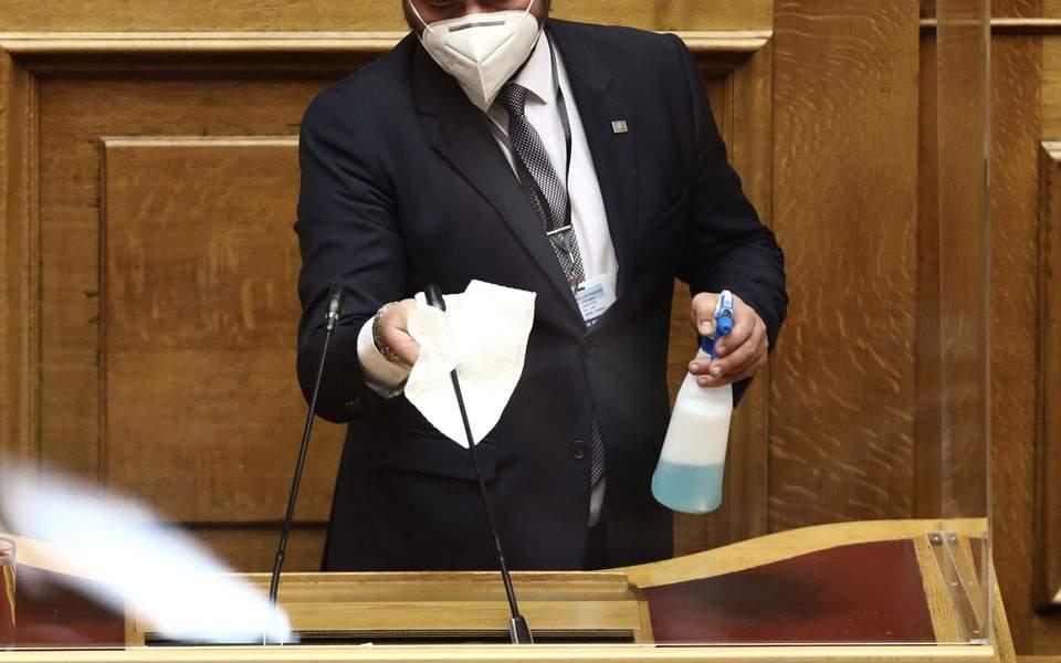 Υποχρεωτική χρήση μάσκας και στις συνεδριάσεις της Βουλής