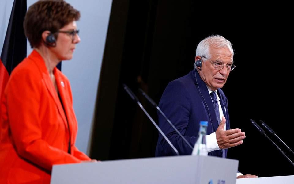 Ανοιχτό μικρόφωνο αποκάλυψε διάλογο Μπορέλ - Κάρενμπαουερ για τα ελληνοτουρκικά (βίντεο)