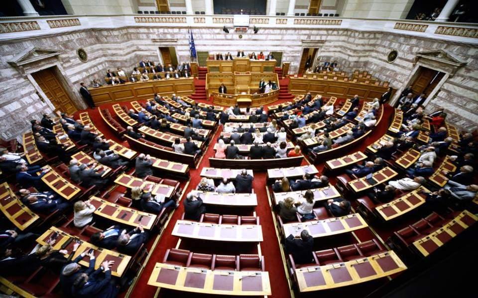 Βουλή: Ανησυχία για δεύτερο κύμα της πανδημίας και την επιστροφή στα σχολεία