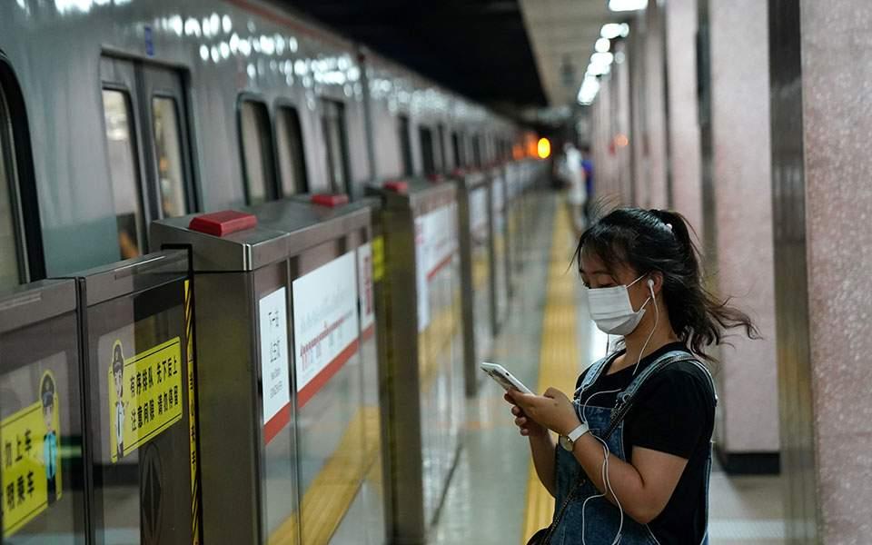 Θετική για δεύτερη φορά στον κορωνοϊό μετά από μήνες γυναίκα στην Κίνα