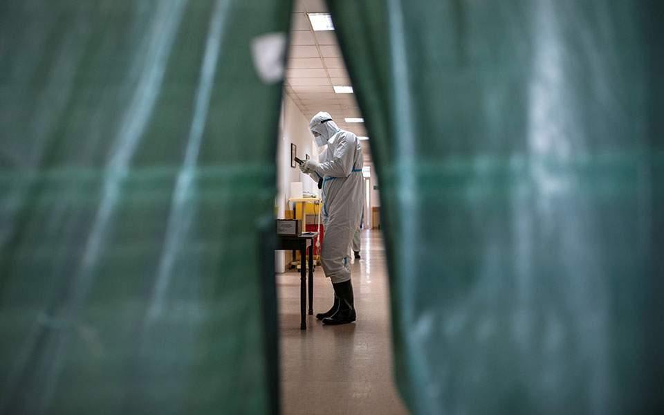Reuters: Κάθε 15 δευτερόλεπτα ένας άνθρωπος χάνει τη ζωή του από τον κορωνοϊό