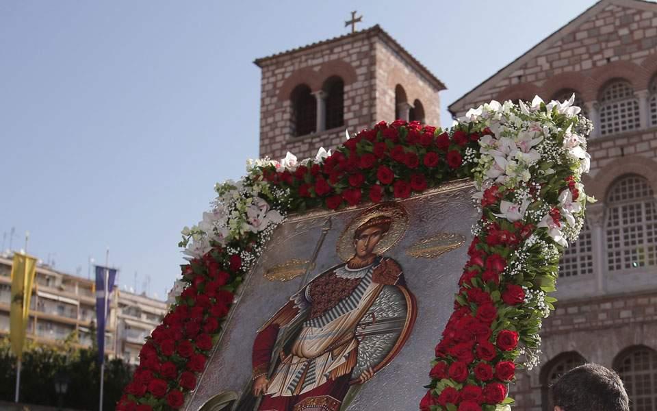 Κορονοϊός: Τέλος οι λιτανείες, τα πανηγύρια και οι όρθιοι στα μπαρ έως 31 Αυγούστου