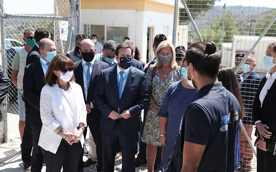 Τη νέα υγειονομική μονάδα του ΚΥΤ Μόριας επισκέφθηκε η Πρόεδρος της Δημοκρατίας