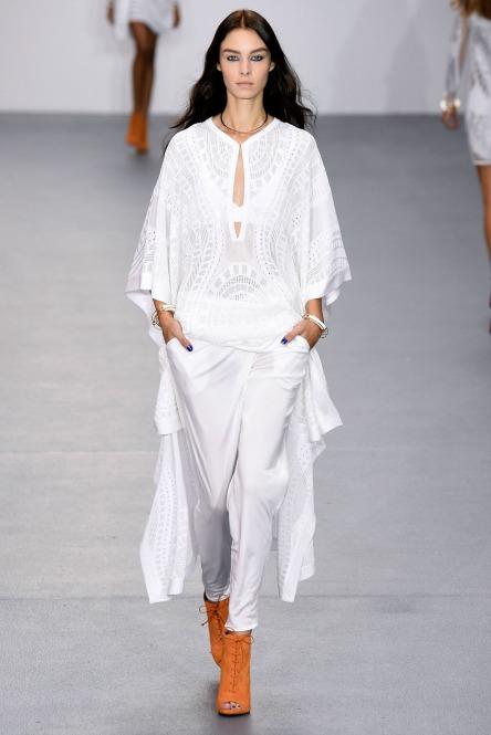 Total white look  Κομψά καλοκαιρινά σύνολα  8c3417f3c04