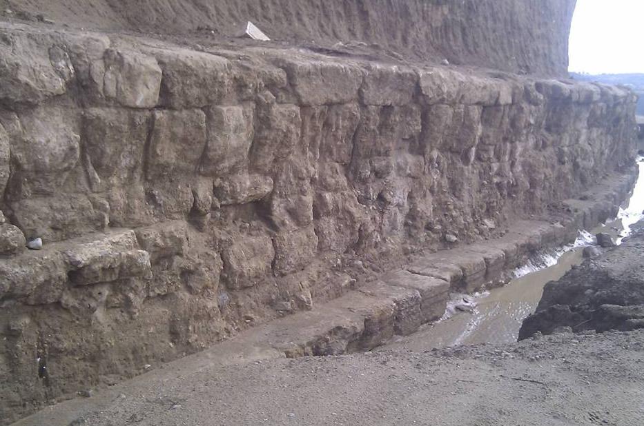 Αποτέλεσμα εικόνας για Ο τοίχος της περιβόλου του Τάφου  ΚΑΣΤΑ ΑΜΦΙΠΟΛΗ