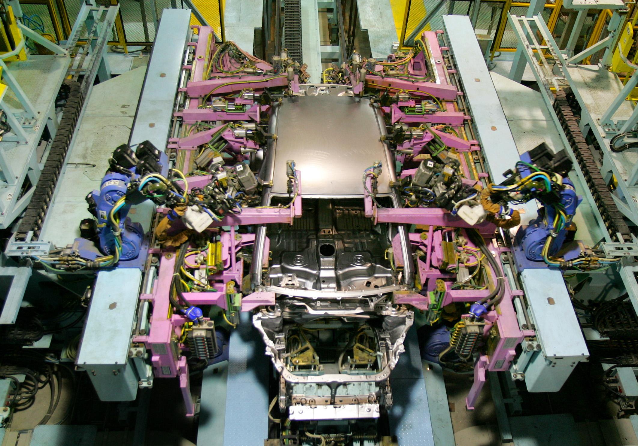 Η αντικατάσταση της ανθρώπινης εργασίας από μηχανές αφορά όλους τους εργαζομένους, από τους ανειδίκευτους εργάτες μέχρι και τους πιο εξειδικευμένους.