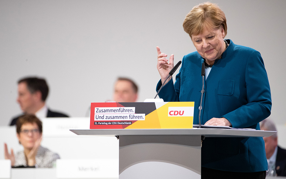31st-party-c_1 Η Μέρκελ αποχαιρέτησε με συγκίνηση τα στελέχη των Χριστιανοδημοκρατών