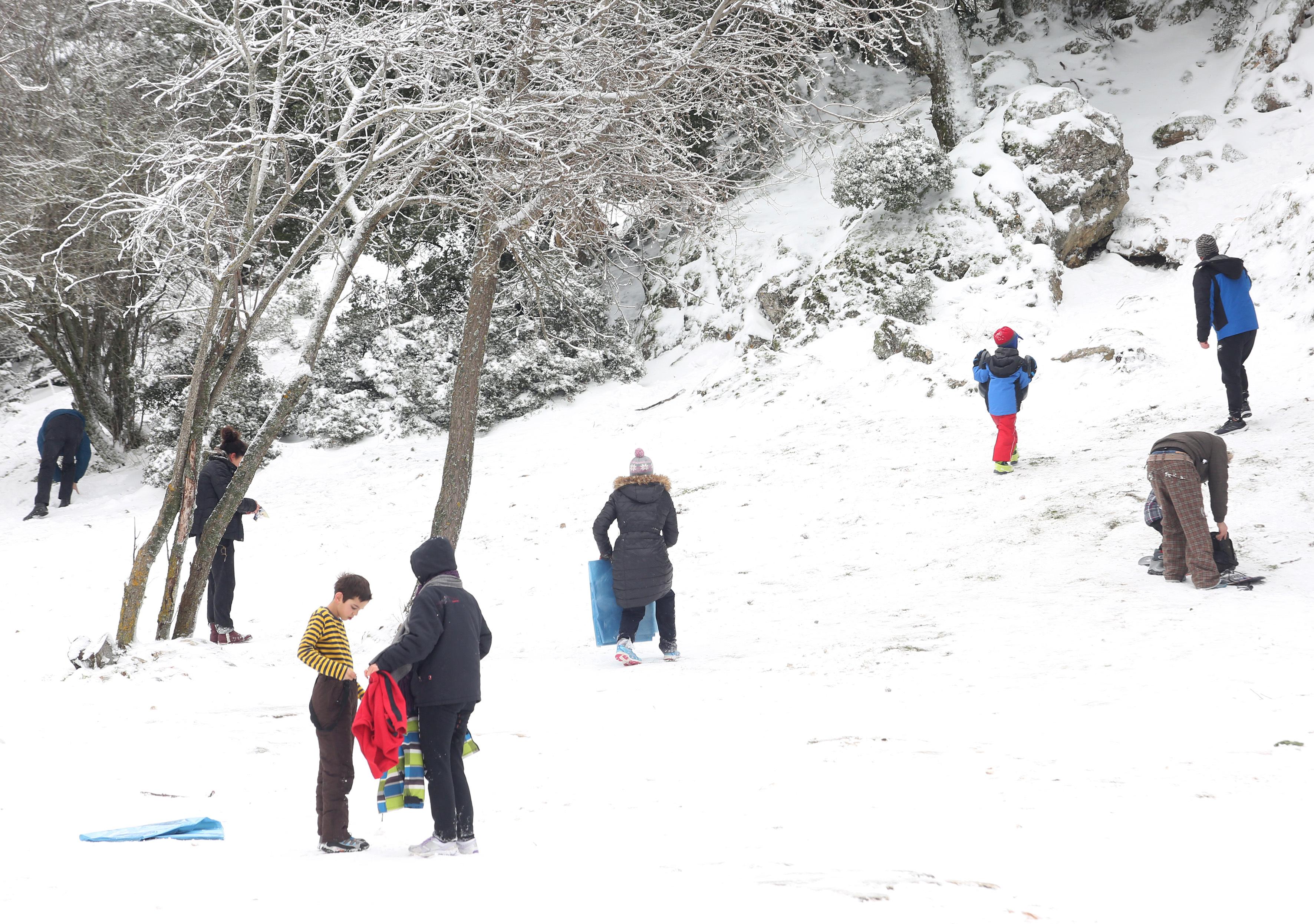 Φωτογραφίες από τη χιονισμένη Πάρνηθα