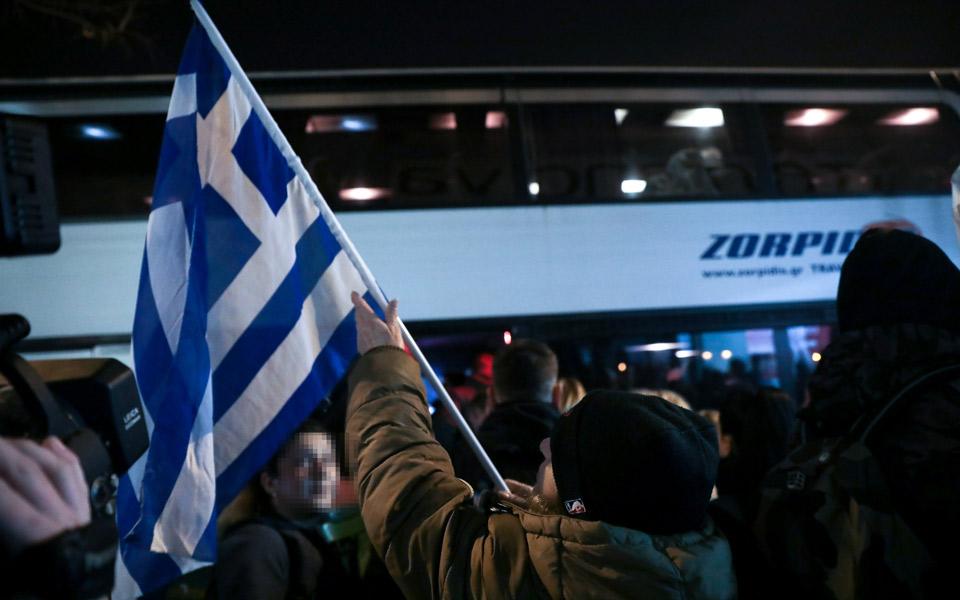 Αντίστροφη μέτρηση για το συλλαλητήριο κατά της συμφωνίας των Πρεσπών - Live εικόνα από το Σύνταγμα