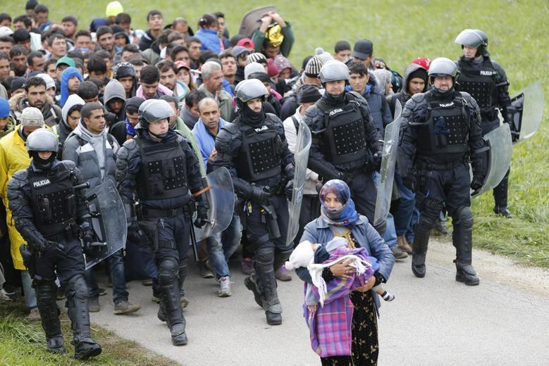 «Μητέρες της προσφυγιάς» μέσα από 15 φωτογραφίες του Reuters 4