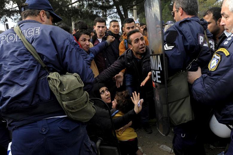 «Μητέρες της προσφυγιάς» μέσα από 15 φωτογραφίες του Reuters 6