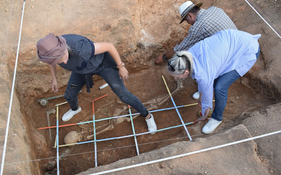 Μαυροπηγή: Ασύλητο τάφο του 1ου αιώνα π.Χ έφερε στο φως η αρχαιολογική σκαπάνη (φωτό) 9