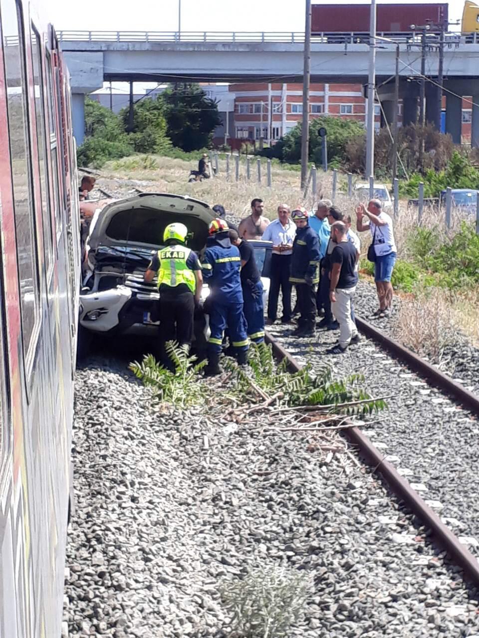 Σύγκρουση τρένου με αυτοκίνητο έξω από τα Διαβατά - Νεκρή η έγκυος συνοδηγός, φωτογραφία-1