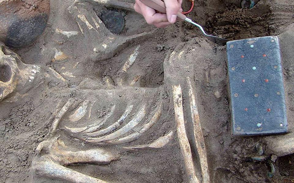 Ένα αρχαίο… iphone ανακαλύφθηκε σε ανασκαφή στη Σιβηρία (φωτογραφίες) 3