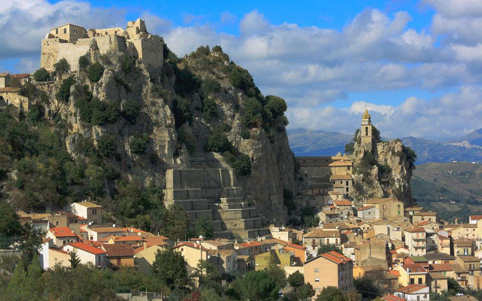 700 ευρώ το μήνα σε όποιον μείνει αυτό το χωριό 2