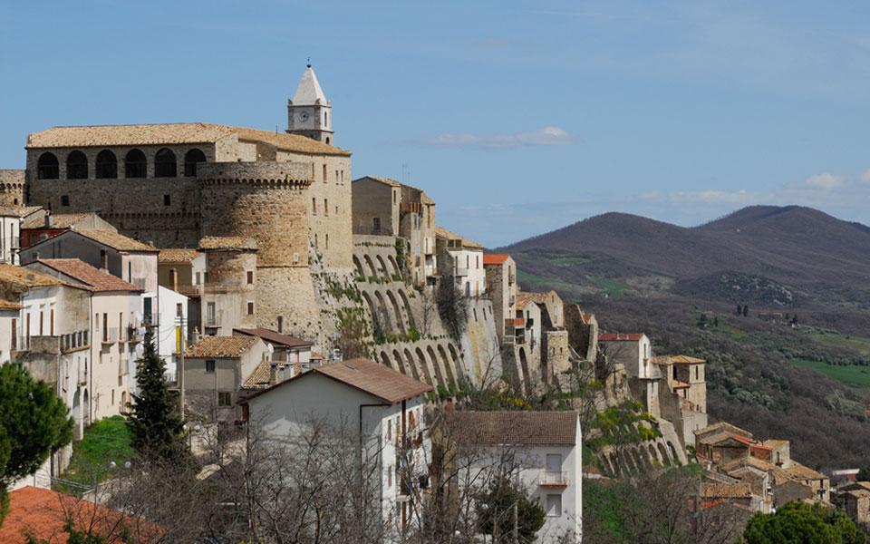 700 ευρώ το μήνα σε όποιον μείνει αυτό το χωριό 3