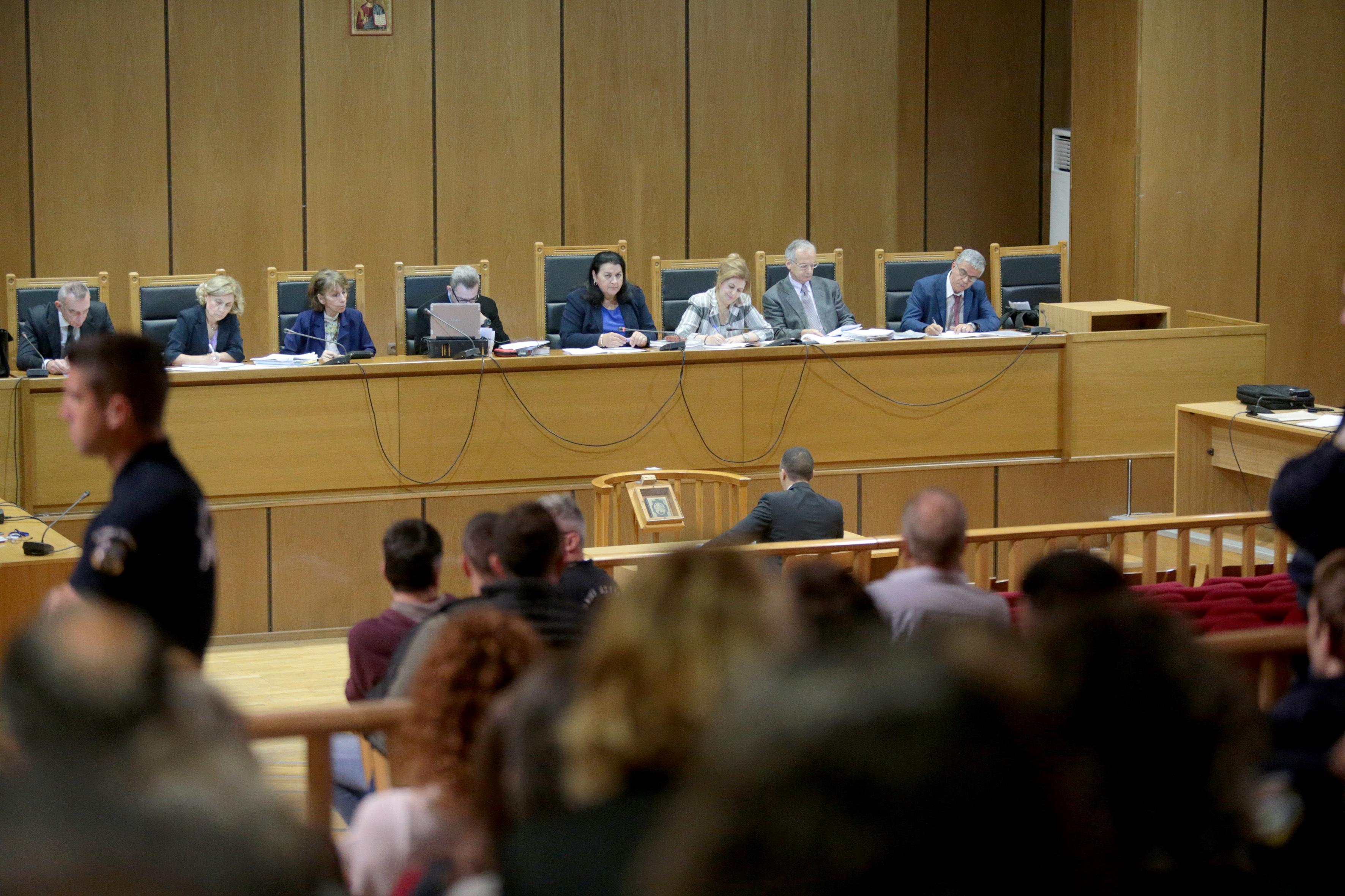 Ενώπιος ενωπίω Μάγδα Φύσσα – Ηλίας Κασιδιάρης στο δικαστήριο (φωτογραφίες) | Ελλάδα