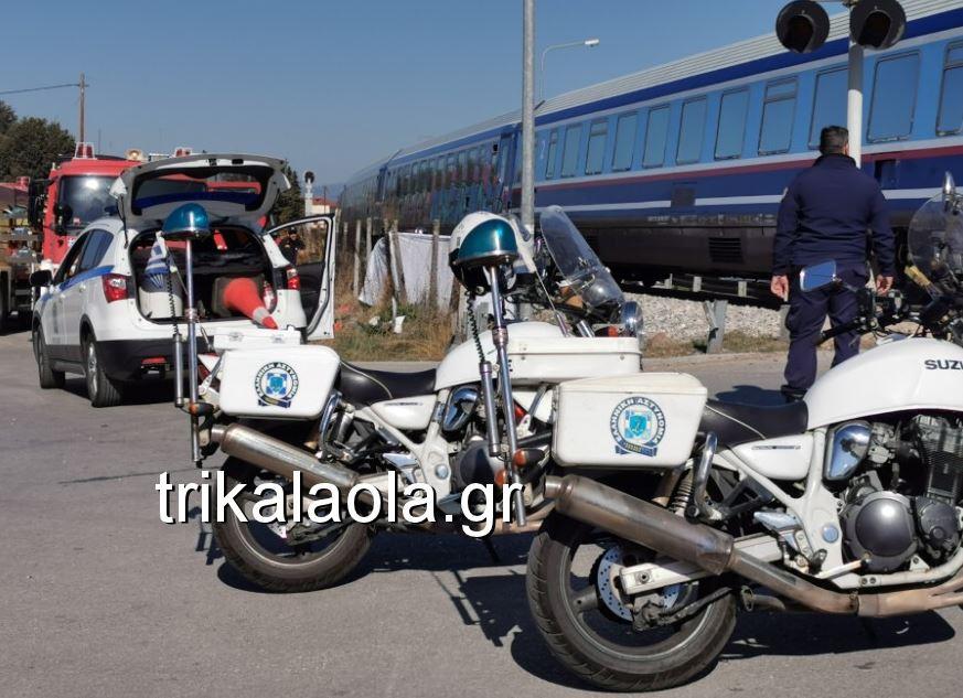 Σύγκρουση τρένου με αυτοκίνητο στα Τρίκαλα - Νεκρή η οδηγός