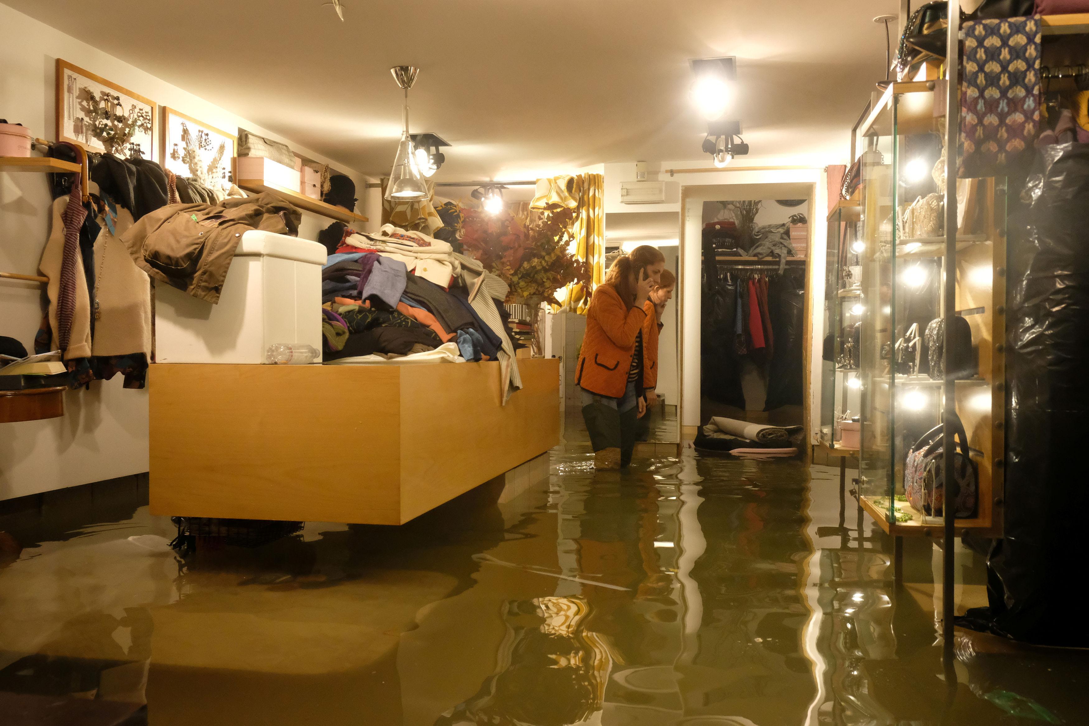 a-flooded-sh Σε κατάσταση καταστροφής η Βενετία - Η δεύτερη μεγαλύτερη πλημμύρα στην ιστορία της (φωτογραφίες)