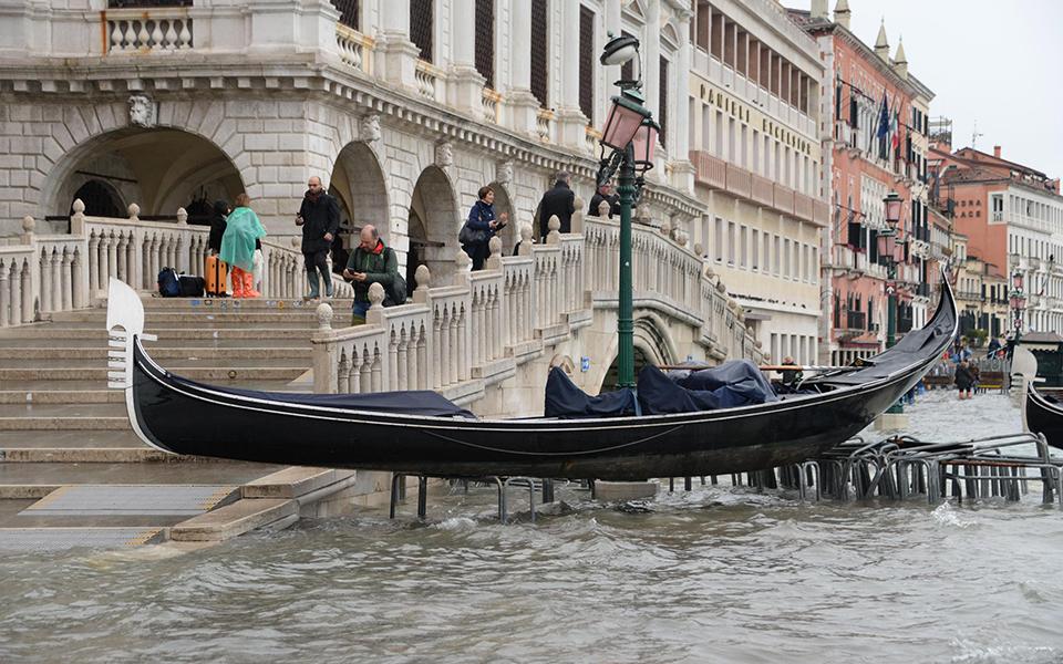 flooding-in Σε κατάσταση καταστροφής η Βενετία - Η δεύτερη μεγαλύτερη πλημμύρα στην ιστορία της (φωτογραφίες)