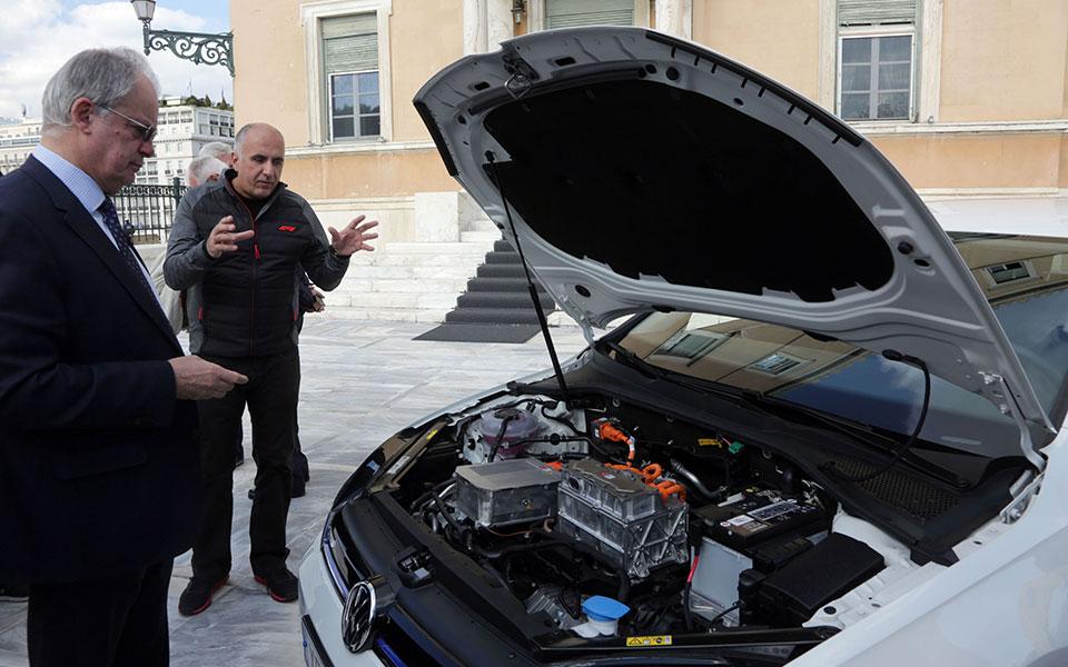 Μειωμένο το ενδιαφέρον των βουλευτών για ηλεκτροκίνητα αυτοκίνητα