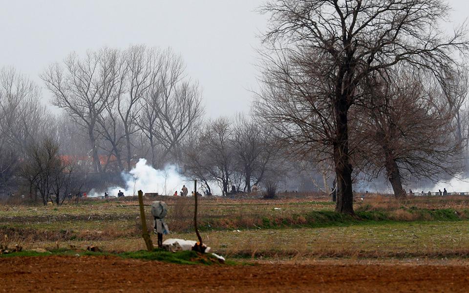 Έβρος: Xημικά και πετροπόλεμος με μετανάστες
