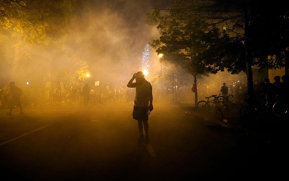ΗΠΑ: Βία και δακρυγόνα στο Λευκό Οίκο - Φυγάδευσαν τον Τραμπ
